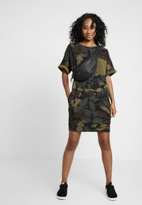 G-Star - MOXEL PKT DRESS WMN S\S - Jersey dress - wild olive/forest night - 2