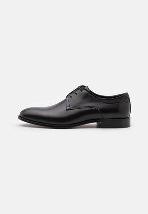 MIDTOWN - Šněrovací boty - black