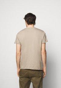 Filippa K - ROLL NECK TEE - Basic T-shirt - desert taupe - 2