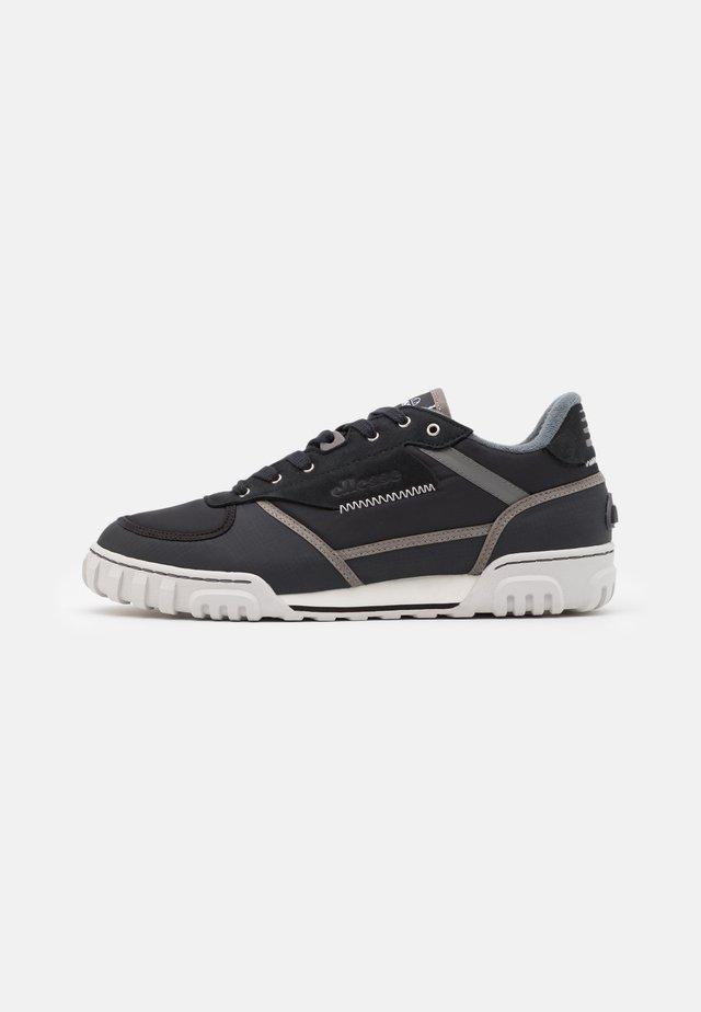 TANKER PEAK - Sneakers laag - black/grey/white