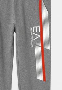 Emporio Armani - EA7 PANTALONI - Teplákové kalhoty - medium grey melange - 2