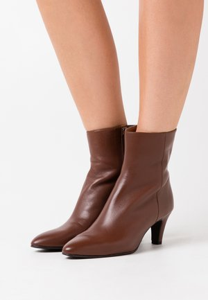 FIESTA - Classic ankle boots - brandy