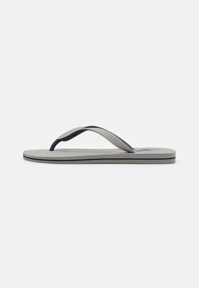 Sandály s odděleným palcem - soft grey/newport