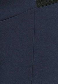 MAMALICIOUS - MLREYNA - Legginsy - navy blazer - 5