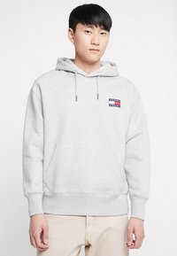 Tommy Jeans - BADGE HOODIE - Sweat à capuche - grey - 0