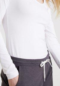 Zalando Essentials - Langærmede T-shirts - white - 5