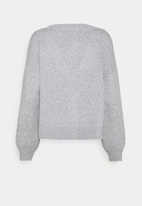 Vero Moda Tall - VMDOFFY V-NECK BUTTON CARDIGAN - Cardigan - light grey melange - 1