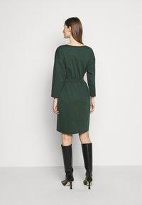 WEEKEND MaxMara - LIBICO - Pouzdrové šaty - dunkelgruen - 2