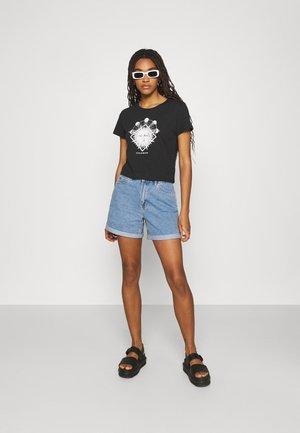 Camiseta estampada - black dark sun-black/white solid/purple sunandwave