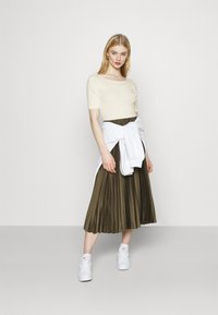 Nike Sportswear - SCOOP - Basic T-shirt - coconut milk/white - 1