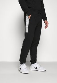 Jack & Jones - JCOBONDS TRACKSUIT SET - Sweatshirt - black - 4