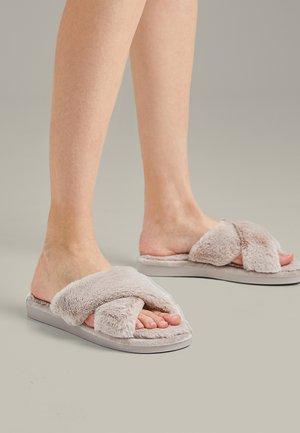 Pantofle - beige
