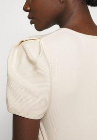 Carin Wester - TOP SHELL - T-shirt basic - sandshell - 4