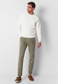 Scalpers - Sweatshirt - off white - 1