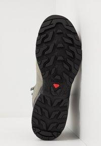 Salomon - OUTWARD GTX - Hiking shoes - shadow/magnet/spruce stone - 4