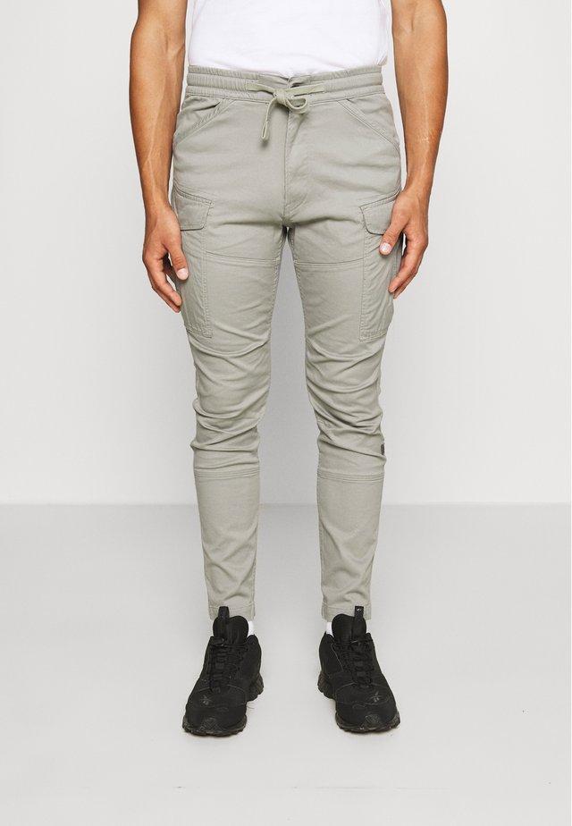 ROVIC SLIM TRAINER - Pantalones cargo - olive