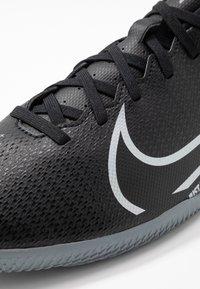 Nike Performance - MERCURIAL VAPOR 13 CLUB IC - Botas de fútbol sin tacos - black/metallic cool grey/cool grey - 5