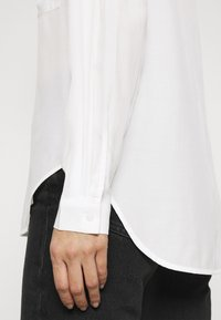 Anna Field - Basic Blouse with front pockets - Button-down blouse - offwhite - 3