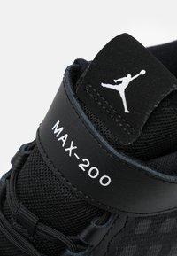Jordan - MAX 200 UNISEX - Basketbalové boty - black/white - 5
