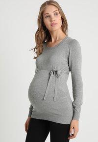 Zalando Essentials Maternity - Strikkegenser - light grey melange - 0