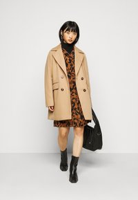Fashion Union Petite - AIMEE - Short coat - camel - 1