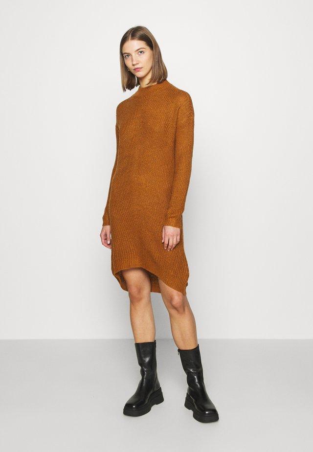 JDYMIGGY MEGAN HIGH NECK DRESS - Gebreide jurk - brown/black