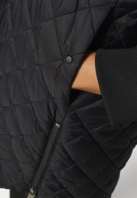 Vero Moda Curve - VMHAYLE 3/4 JACKET CURVE - Short coat - black - 4
