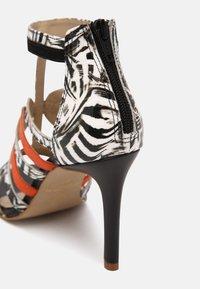 San Marina - NITOBA - High heeled sandals - noir blanc - 5
