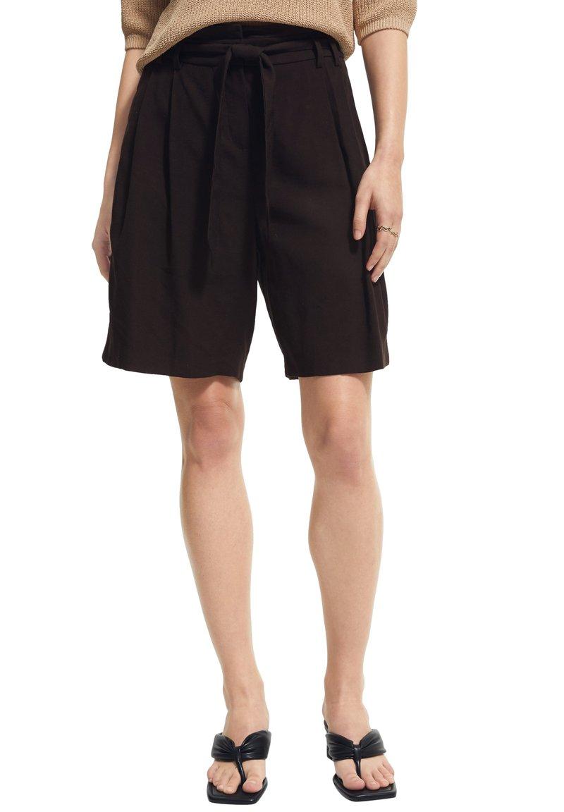 comma - Shorts - black