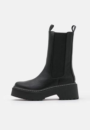 Botas con plataforma - black