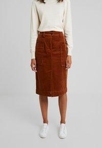 And Less - ORI SKIRT - Pouzdrová sukně - rawhide - 0