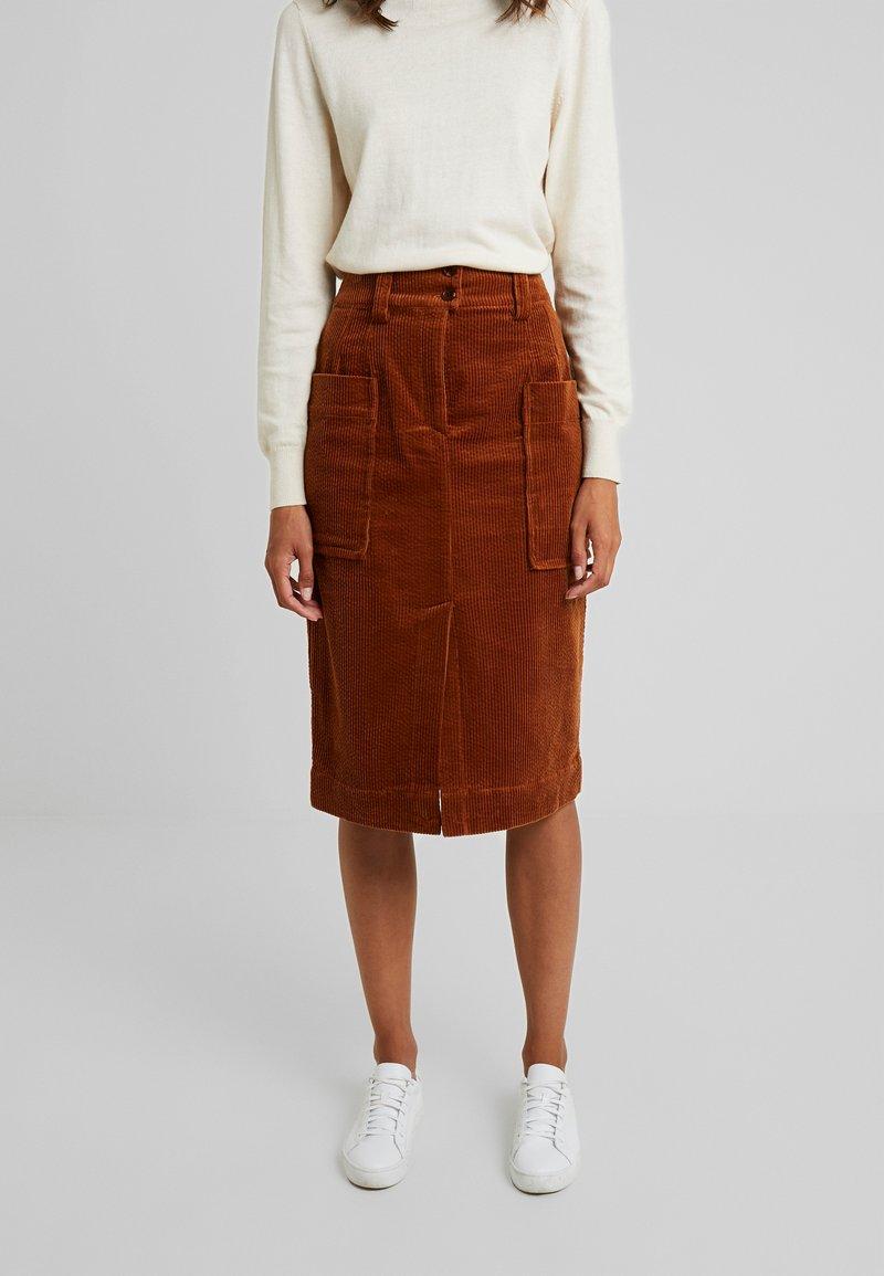 And Less - ORI SKIRT - Pouzdrová sukně - rawhide