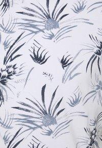 TOM TAILOR DENIM - ALLOVER PRINTED - Print T-shirt - white/navy - 5