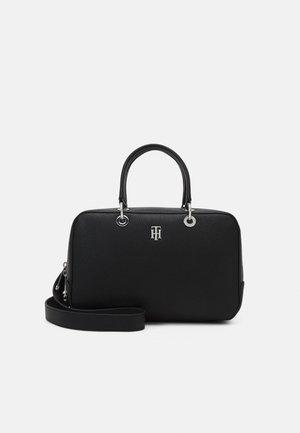 ESSENCE DUFFLE - Weekend bag - black