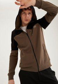 DeFacto Fit - Zip-up sweatshirt - khaki - 3