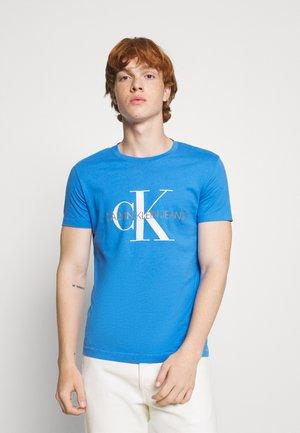 SEASONAL MONOGRAM TEE - Print T-shirt - blue