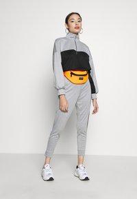Missguided Petite - PETITE HIGH NECK ZIP TOP AND LEGGING - Tracksuit - black/grey - 1