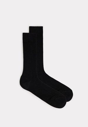 KURZE STRÜMPFE AUS MERCERISIERTER BAUMWOLLE IN RIPPENSTRICK - Socks - black