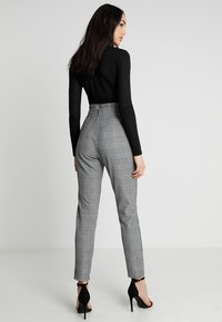 Vero Moda - VMEVA PAPERBAG CHECK PANT - Trousers - grey/white - 2