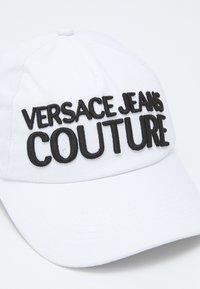 Versace Jeans Couture - BASEBALL WITH PENCES UNISEX - Czapka z daszkiem - bianco/nero - 3