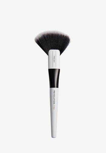 LARGE FAN BRUSH - Makeup brush - 320