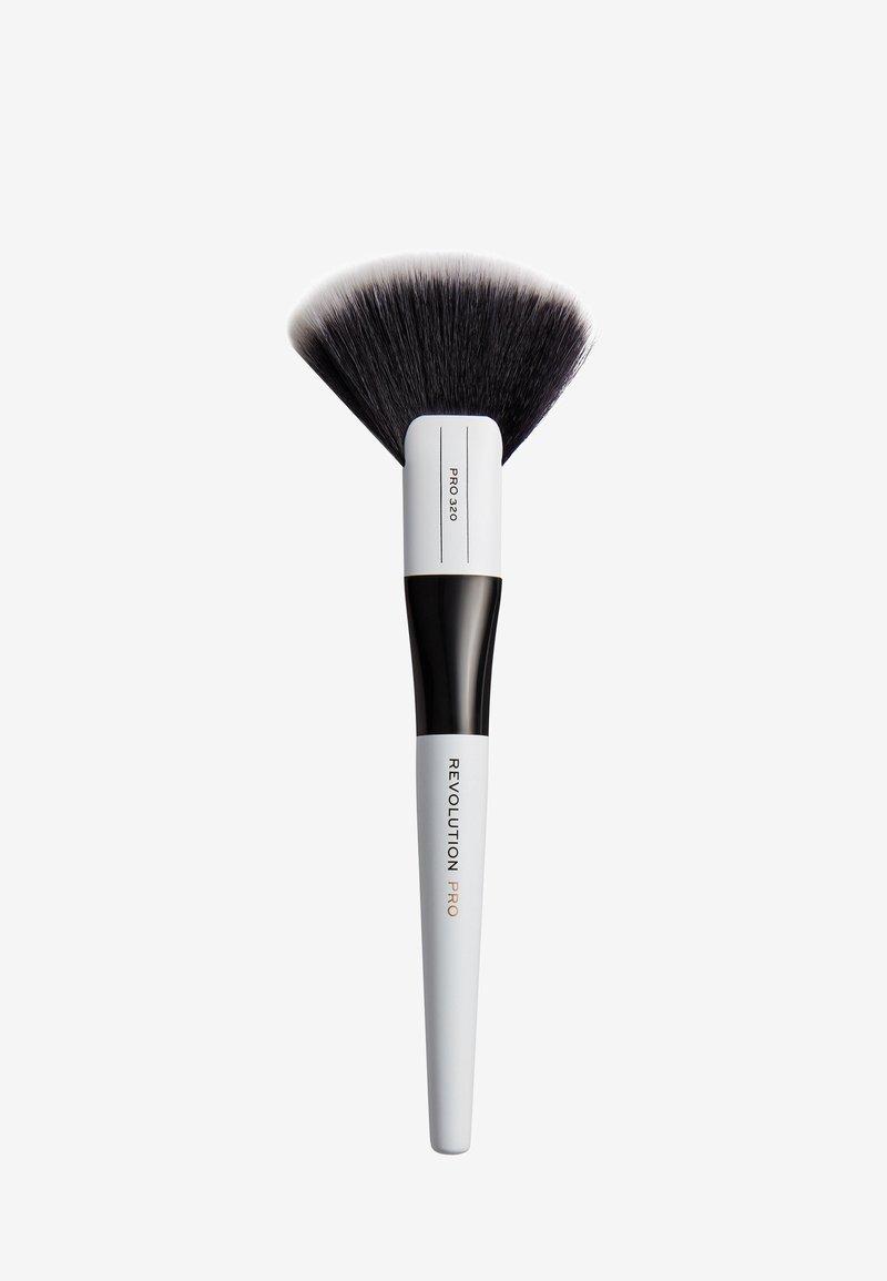 Revolution PRO - LARGE FAN BRUSH - Makeup brush - 320