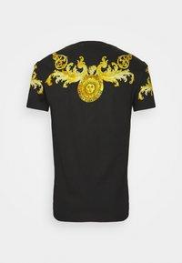 Versace Jeans Couture - GOLD BAROQUE - Print T-shirt - black - 8