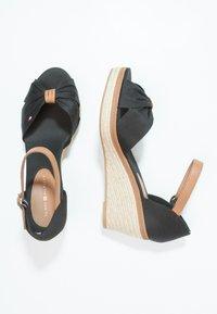 Tommy Hilfiger - ICONIC ELBA SANDAL - Platform sandals - black - 2