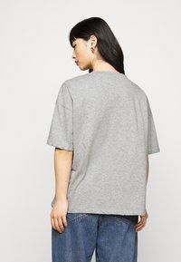 Missguided Petite - MICHIGAN DROP SHOULDER - Print T-shirt - grey marl - 2