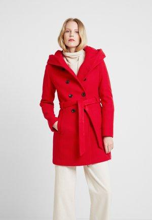 Classic coat - red carpet