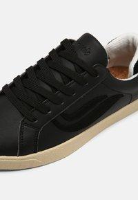 Genesis - G-HELÁ UNISEX - Sneakers basse - black - 4