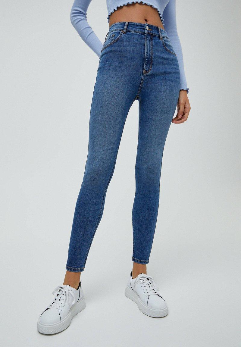 PULL&BEAR - MIT HOHEM BUND - Jeans Skinny Fit - light blue
