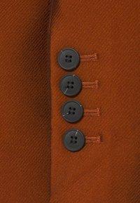DESIGNERS REMIX - HAILEY - Short coat - mahogany - 3