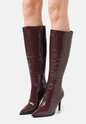 Vysoká obuv -  bordeaux
